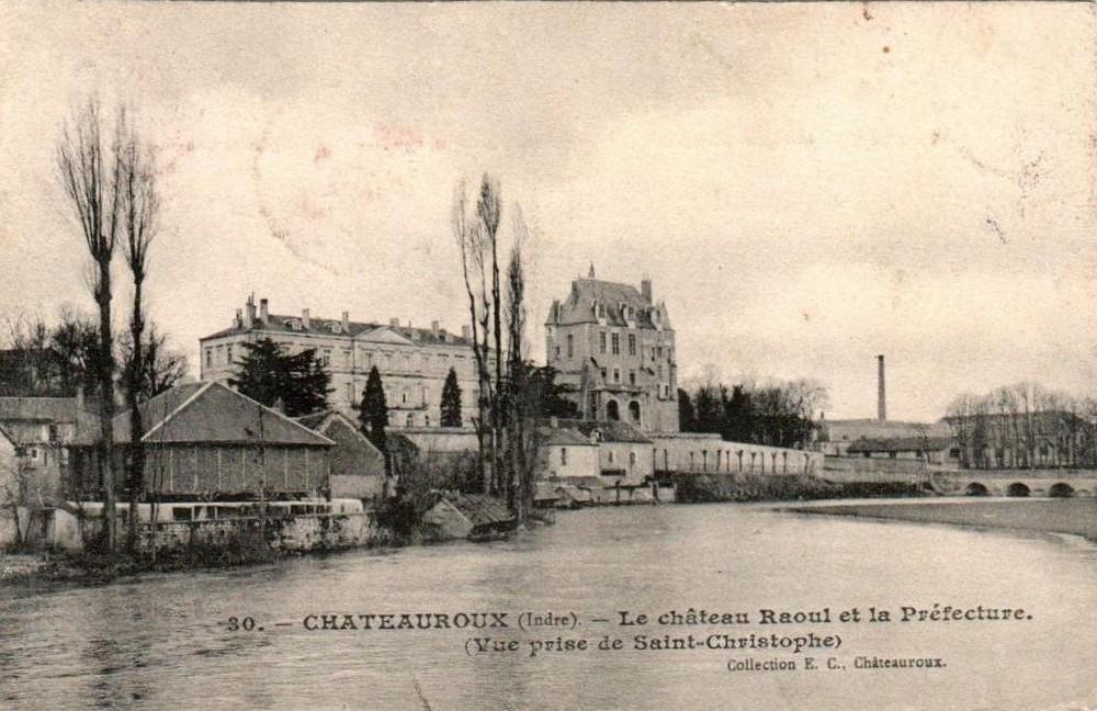 Le Château Raoul et la Préfécture de Châteauroux sur une carte postale ancienne