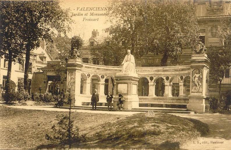 Le Square et le monument Froissart à Valenciennes sur une carte postale ancienne